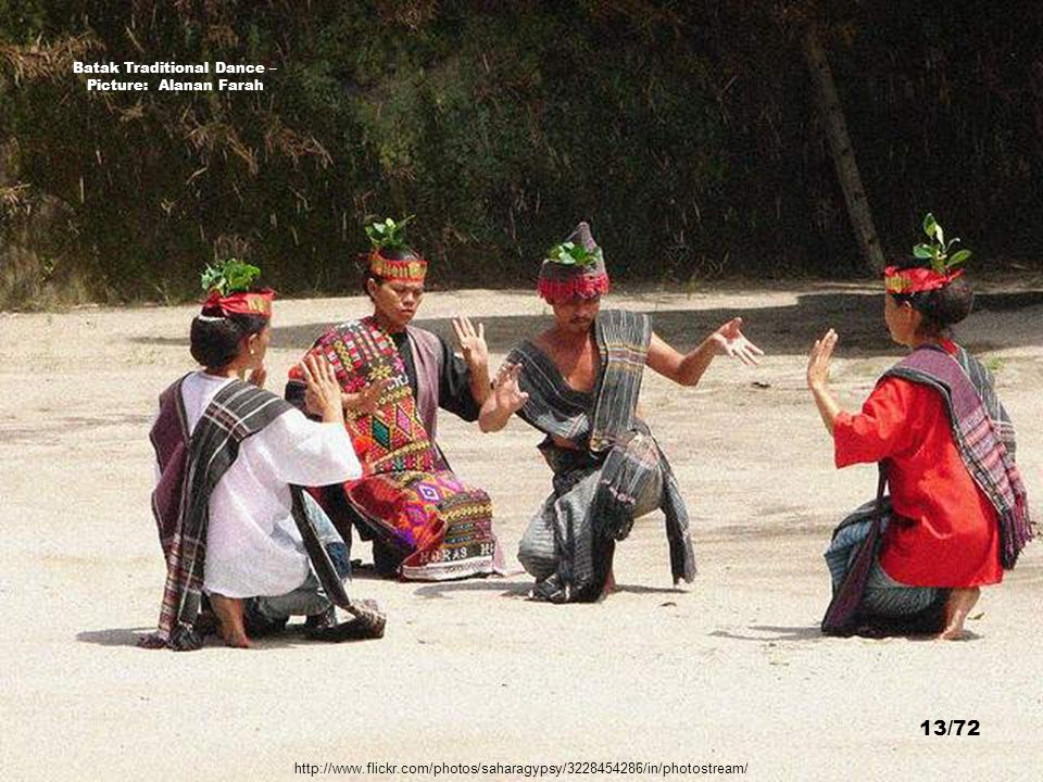 Tbatak raditional Dance, Samosir Island, Lake Toba - Picture: der Willy 12/72 http://www.flickr.com/photos/66788325@N00/529065924/sizes/z/in/photostre