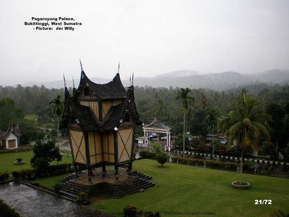 http://commons.wikimedia.org/wiki/File:Maimun_Castle_Medan_Indonesia.JPG Istana Mainum, Medan - Picture: Mimihitam 20/72
