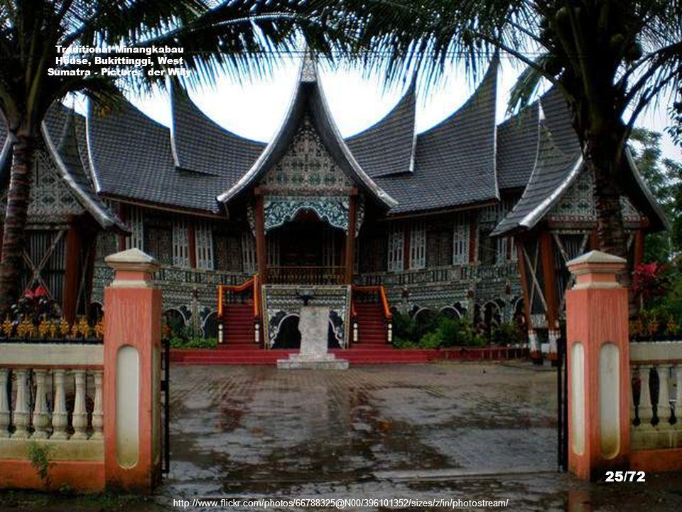 http://www.flickr.com/photos/13591689@N07/3729859687/sizes/z/in/photostream/ Bukittinggi, West Sumatra - Picture: Dorine van den Berg 24/72