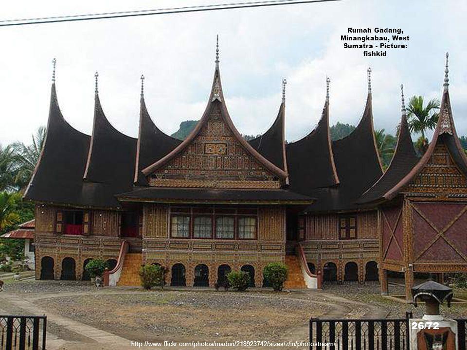 http://www.flickr.com/photos/66788325@N00/396101352/sizes/z/in/photostream/ Traditional Minangkabau House, Bukittinggi, West Sumatra - Picture: der Wi