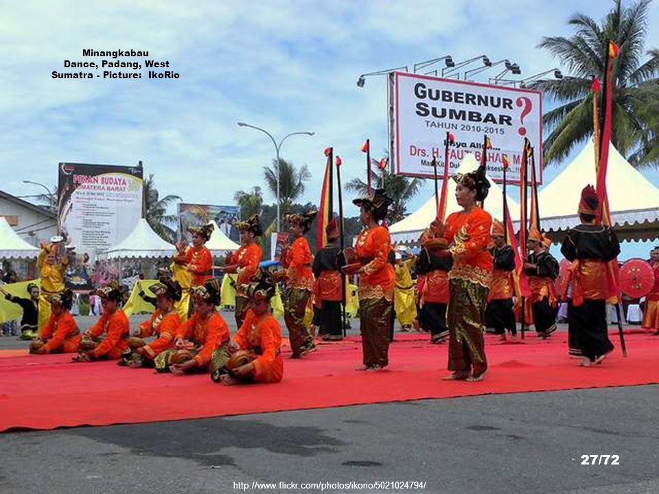 http://www.flickr.com/photos/madun/218923742/sizes/z/in/photostream/ Rumah Gadang, Minangkabau, West Sumatra - Picture: fishkid 26/72