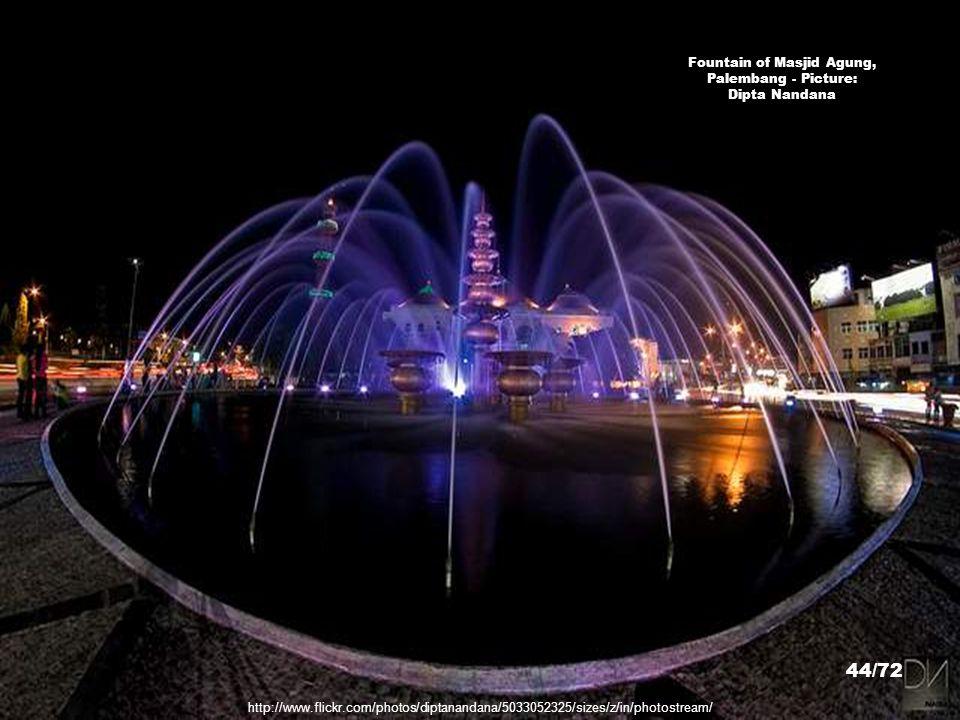 http://www.flickr.com/photos/tjetjep/4375698908/sizes/z/in/photostream/ Masjid Al Falah, Jambi - Picture: TeeJe 43/72