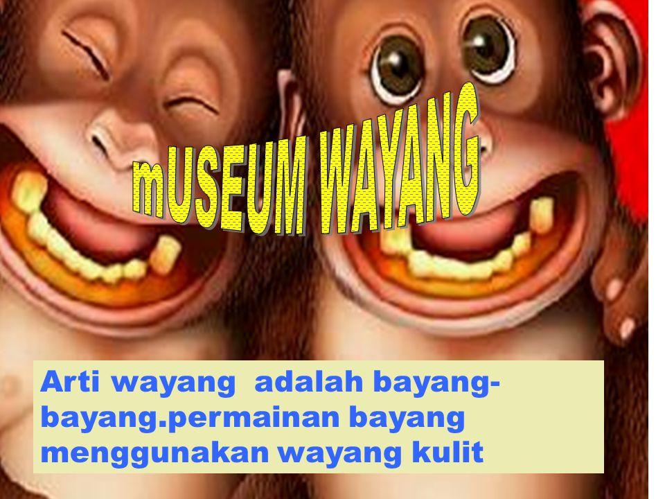 Saya penjaga tiket museum wayang lho … Emmm… saya rekan nya manis kan saya,,, hahahahah