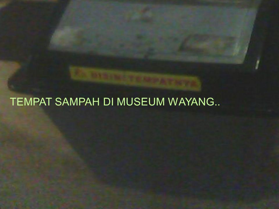 TEMPAT SAMPAH DI MUSEUM WAYANG..