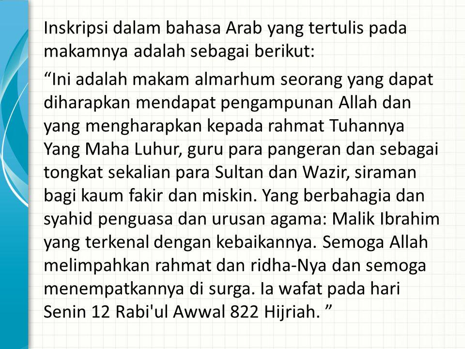 """Inskripsi dalam bahasa Arab yang tertulis pada makamnya adalah sebagai berikut: """"Ini adalah makam almarhum seorang yang dapat diharapkan mendapat peng"""
