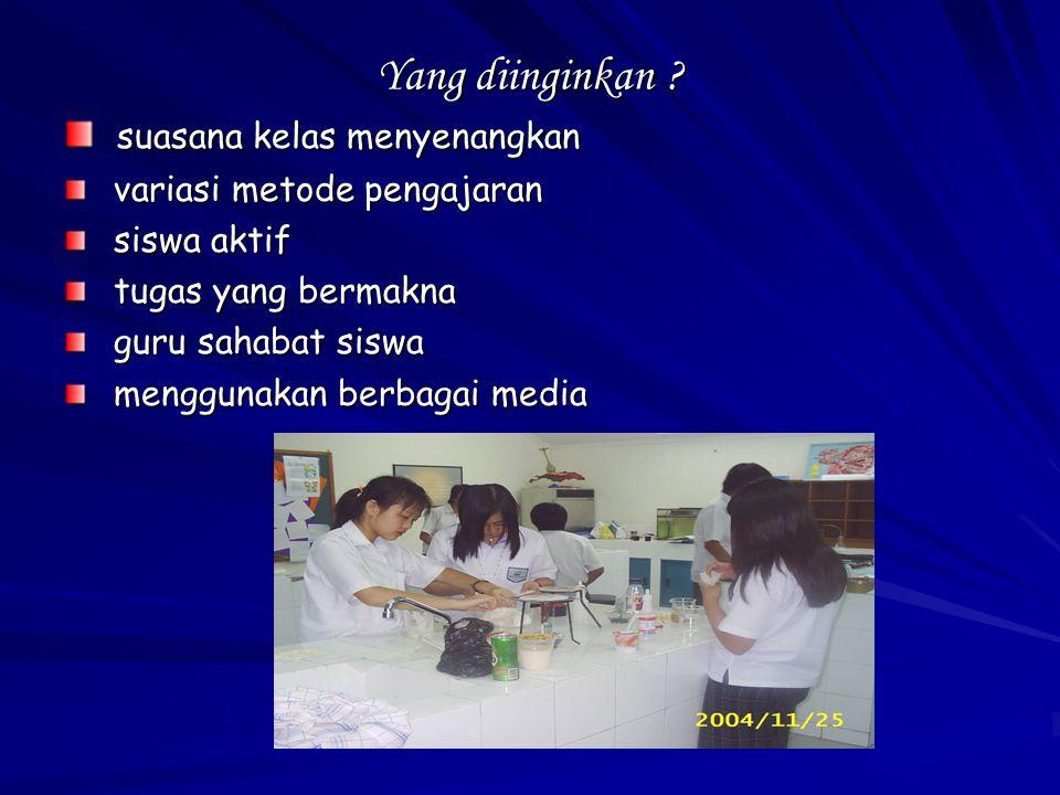 KOOPERATIF TERPADU MEMBACA DAN MENULIS (STEVEN & SLAVIN, 1995) Langkah-langkah : 1.Membentuk kelompok yang anggotanya 4 orang yang secara heterogen 2.Guru memberikan wacana/kliping sesuai dengan topik pembelajaran 3.Siswa bekerja sama saling membacakan dan menemukan ide pokok dan memberi tanggapan terhadap wacana/kliping dan ditulis pada lembar kertas 4.Mempresentasikan/membacakan hasil kelompok 5.Guru membuat kesimpulan bersama 6.Penutup
