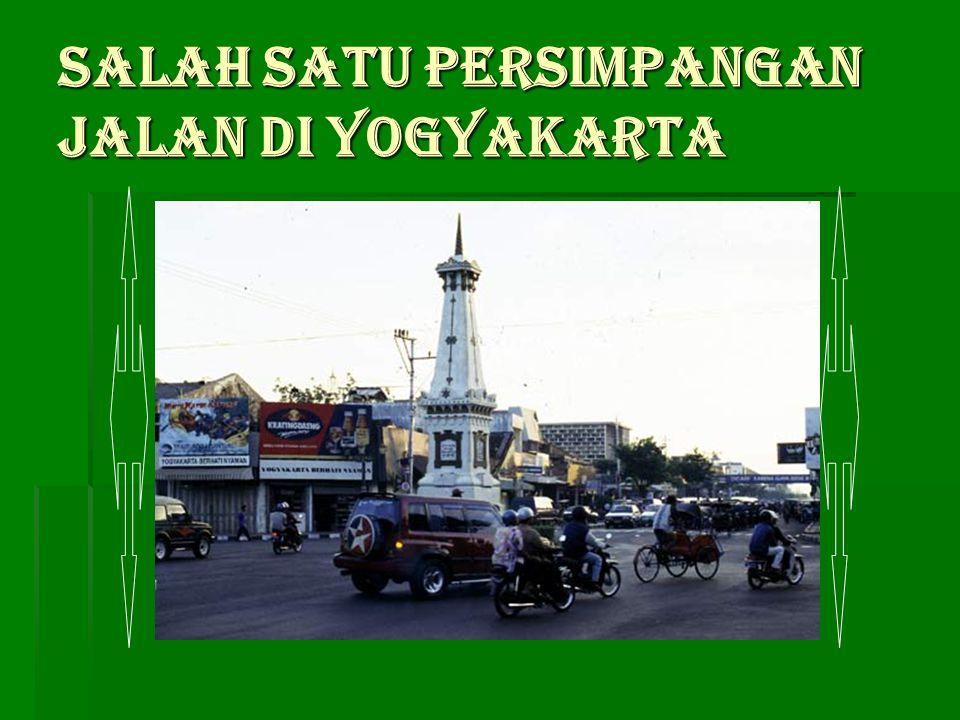 Salah satu persimpangan jalan di Yogyakarta
