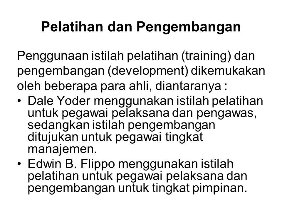 Pelatihan dan Pengembangan Penggunaan istilah pelatihan (training) dan pengembangan (development) dikemukakan oleh beberapa para ahli, diantaranya : D