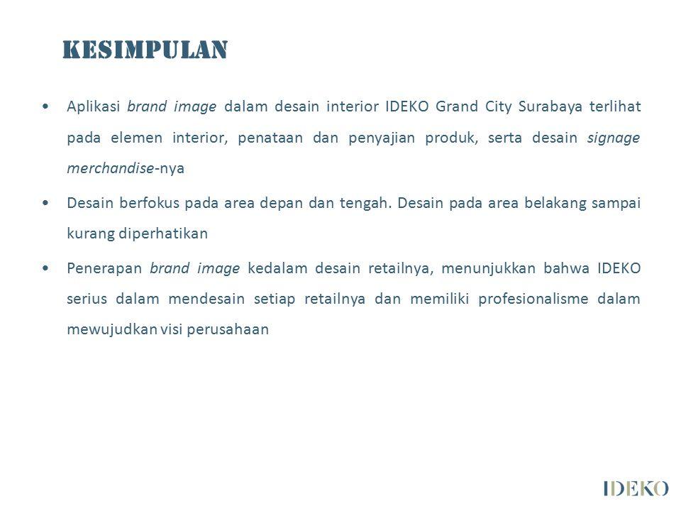 Aplikasi brand image dalam desain interior IDEKO Grand City Surabaya terlihat pada elemen interior, penataan dan penyajian produk, serta desain signage merchandise-nya Desain berfokus pada area depan dan tengah.