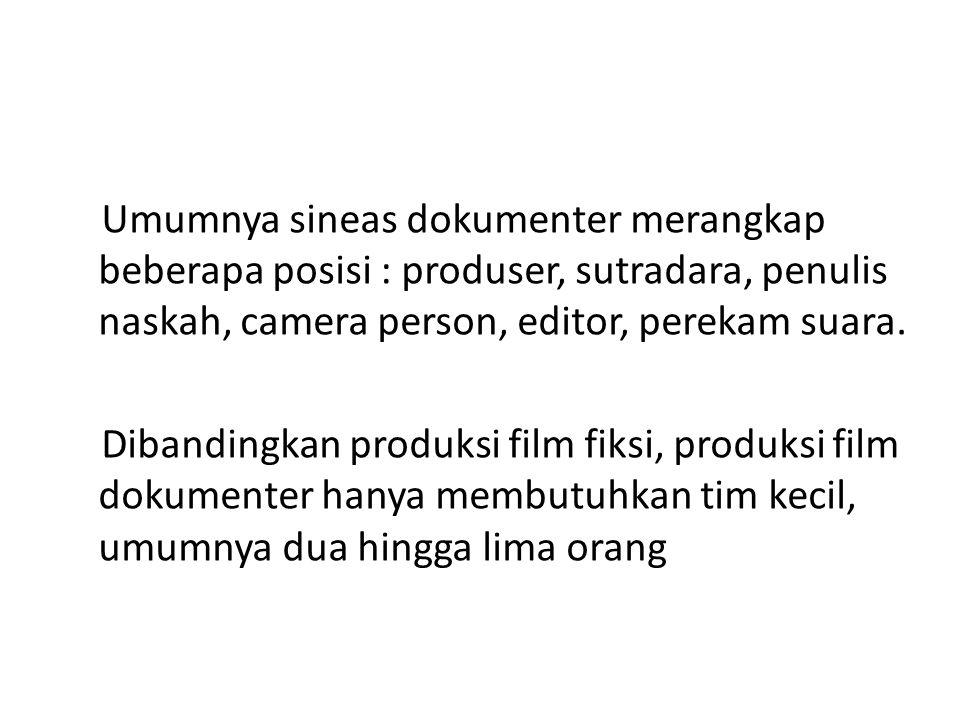 Umumnya sineas dokumenter merangkap beberapa posisi : produser, sutradara, penulis naskah, camera person, editor, perekam suara. Dibandingkan produksi