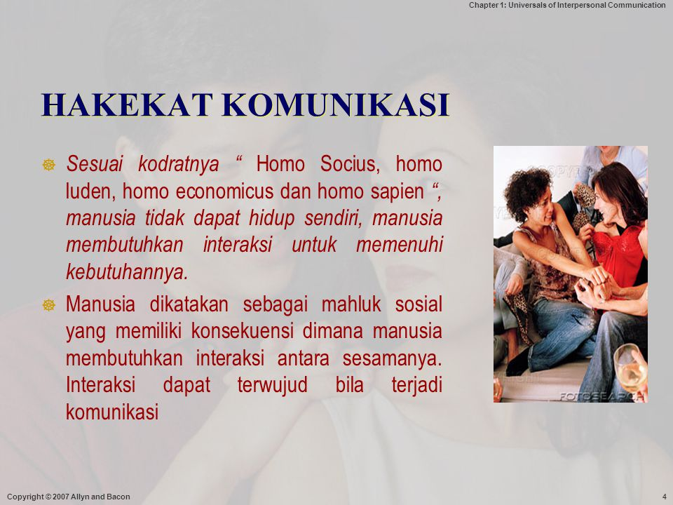 "Chapter 1: Universals of Interpersonal Communication Copyright © 2007 Allyn and Bacon4 HAKEKAT KOMUNIKASI  Sesuai kodratnya "" Homo Socius, homo luden"