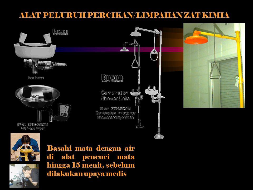 ALAT PELURUH PERCIKAN/LIMPAHAN ZAT KIMIA Basahi mata dengan air di alat pencuci mata hingga 15 menit, sebelum dilakukan upaya medis