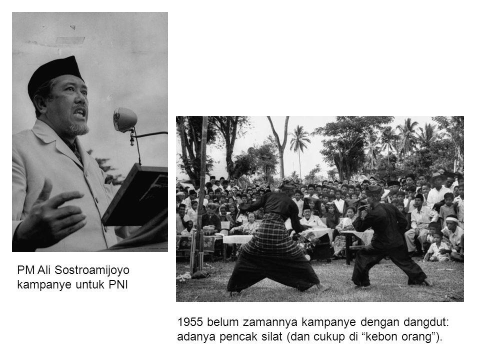 """PM Ali Sostroamijoyo kampanye untuk PNI 1955 belum zamannya kampanye dengan dangdut: adanya pencak silat (dan cukup di """"kebon orang"""")."""