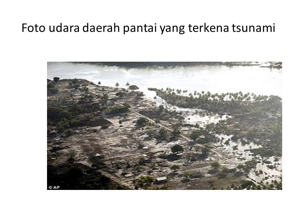 Foto udara daerah pantai yang terkena tsunami