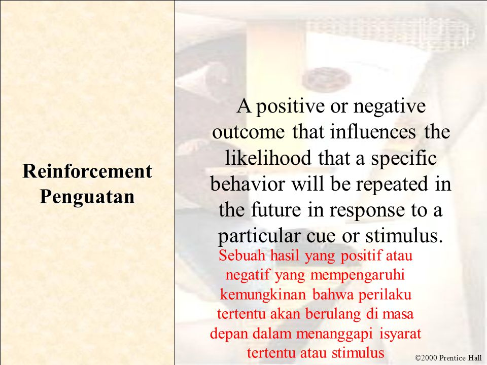©2000 Prentice Hall Issues in Involvement Theory Involvement Theory and Media Strategy : Keterlibatan Teori dan Strategi Media Involvement Theory and Consumer Relevance : Keterlibatan Teori Relevansi dan Konsumen Central and Peripheral Routes to Persuasion Tengah dan Peripheral Rute menuju Persuasi Measures of Involvement : Tindakan Keterlibatan