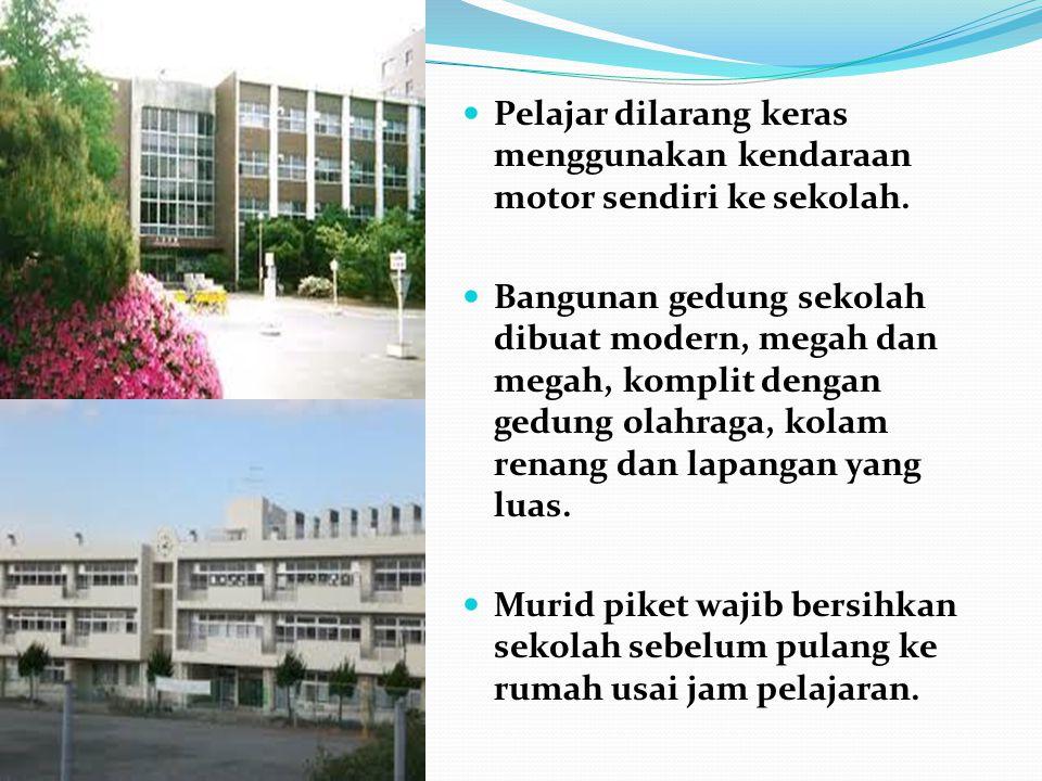 Pelajar dilarang keras menggunakan kendaraan motor sendiri ke sekolah. Bangunan gedung sekolah dibuat modern, megah dan megah, komplit dengan gedung o