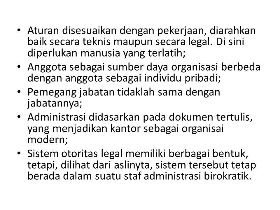 Birokrasi di dalam model sektor publik tradisional dipisahkan dari politik atau secara politik netral; Birokrasi lebih banyak berfungsi untuk melaksanakan kebijakan-kebijakan yang dibuat oleh para politisi; Johan Olsen (1978) membuat alur otoritas antara masyarakat atau rakyat yang memiliki otoriter tertinggi, dengan para politisi dan birokrasi.