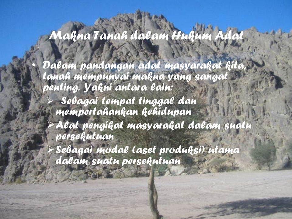 Makna Tanah dalam Hukum Adat Dalam pandangan adat masyarakat kita, tanah mempunyai makna yang sangat penting. Yakni antara lain:  Sebagai tempat ting