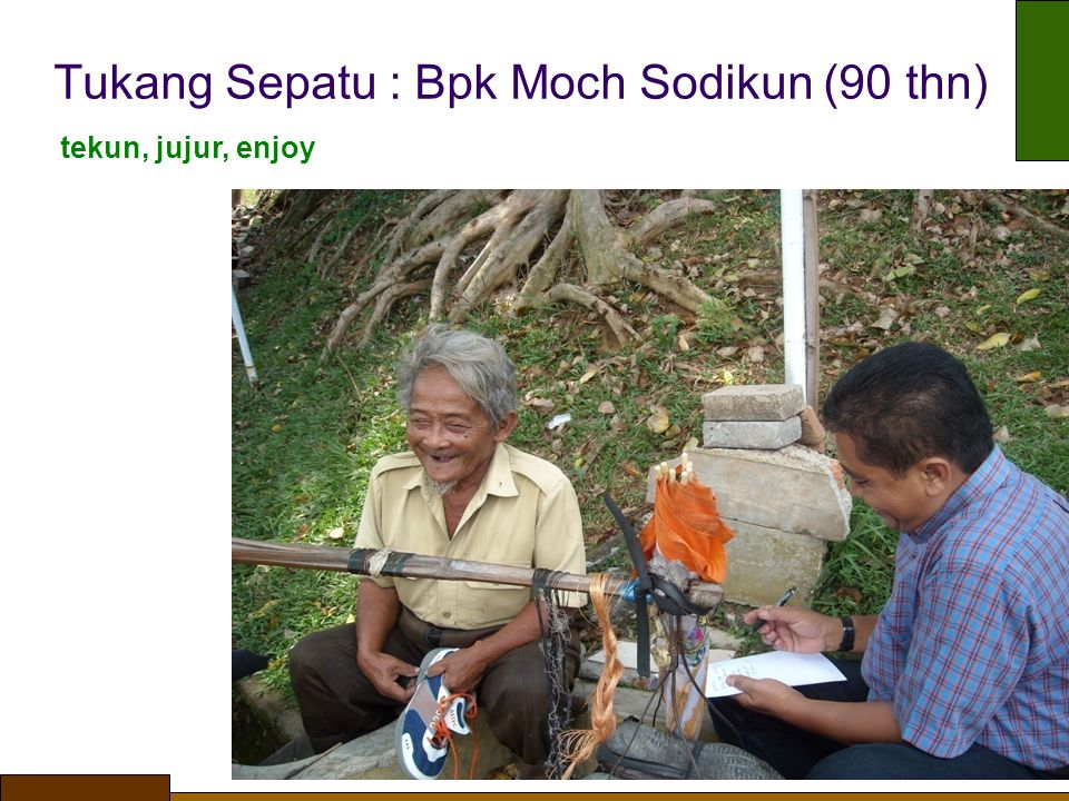 Tukang Sepatu : Bpk Moch Sodikun (90 thn) tekun, jujur, enjoy