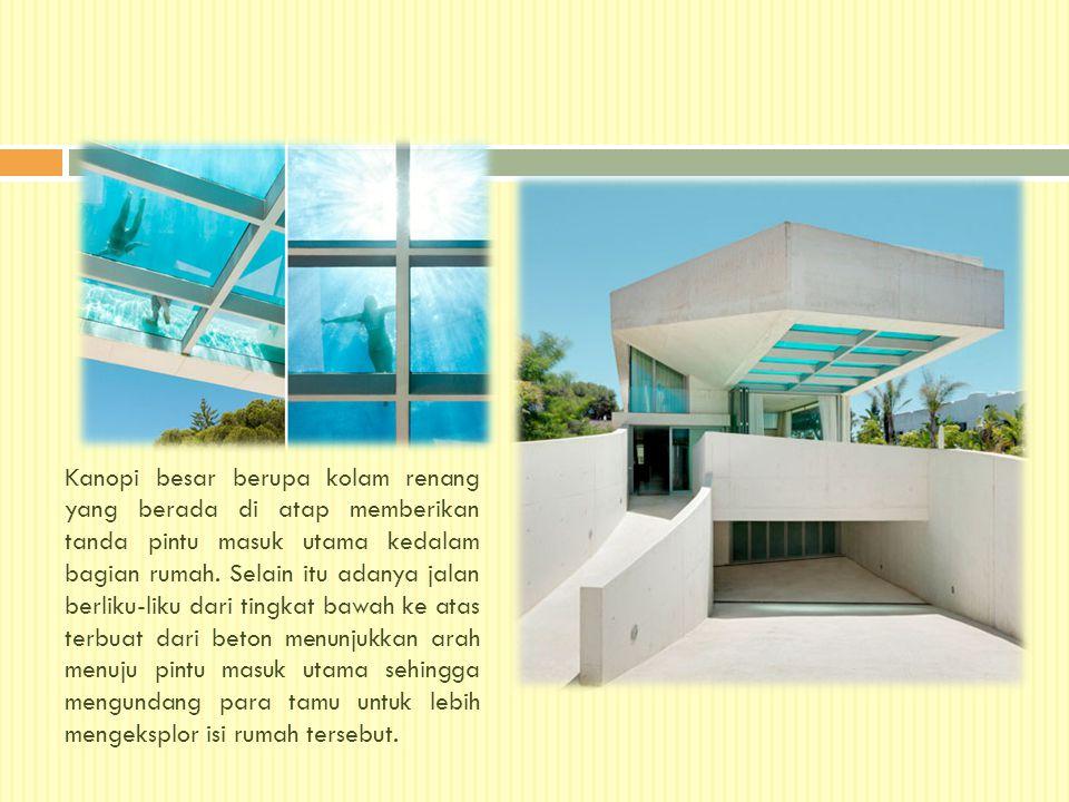 Kanopi besar berupa kolam renang yang berada di atap memberikan tanda pintu masuk utama kedalam bagian rumah. Selain itu adanya jalan berliku-liku dar
