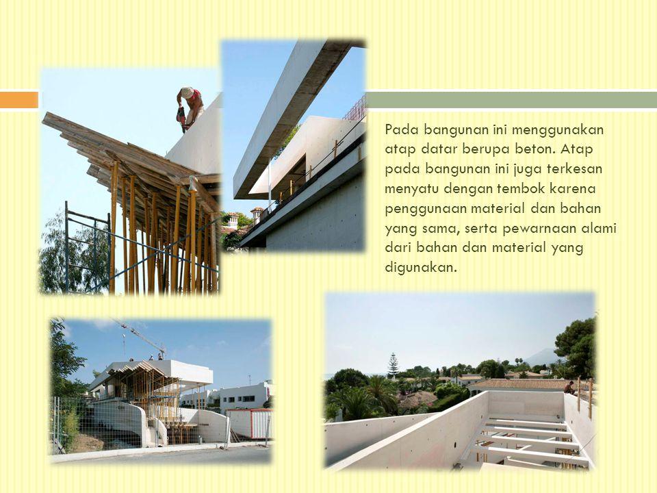 Pada bangunan ini menggunakan atap datar berupa beton. Atap pada bangunan ini juga terkesan menyatu dengan tembok karena penggunaan material dan bahan