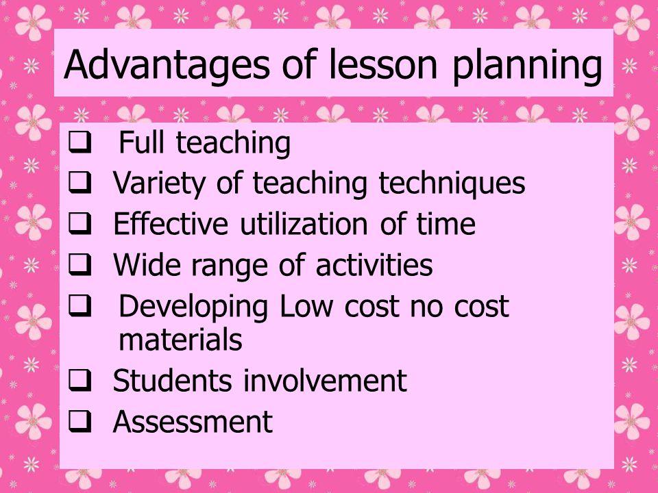 Preparing the lesson plan  Pre:  Topic: (topik pembelajaran)  Activities: (jenis2 kegiatan yg akan dilaksanakan)  Resources: (sumber belajar)  While:  Learning outcomes: (hasil belajar yg diharapkan)  Previous knowledge: (pengetahuan yg harus sudah dikuasai/diketahui oleh siswa: struktur bahasa, kosakata, & fungsi bahasa)  Follow-up: (PR/tugas2 lain)  Assessment: (bentuk evaluasi)  Post:  Reflection: (kegiatan refleksi.