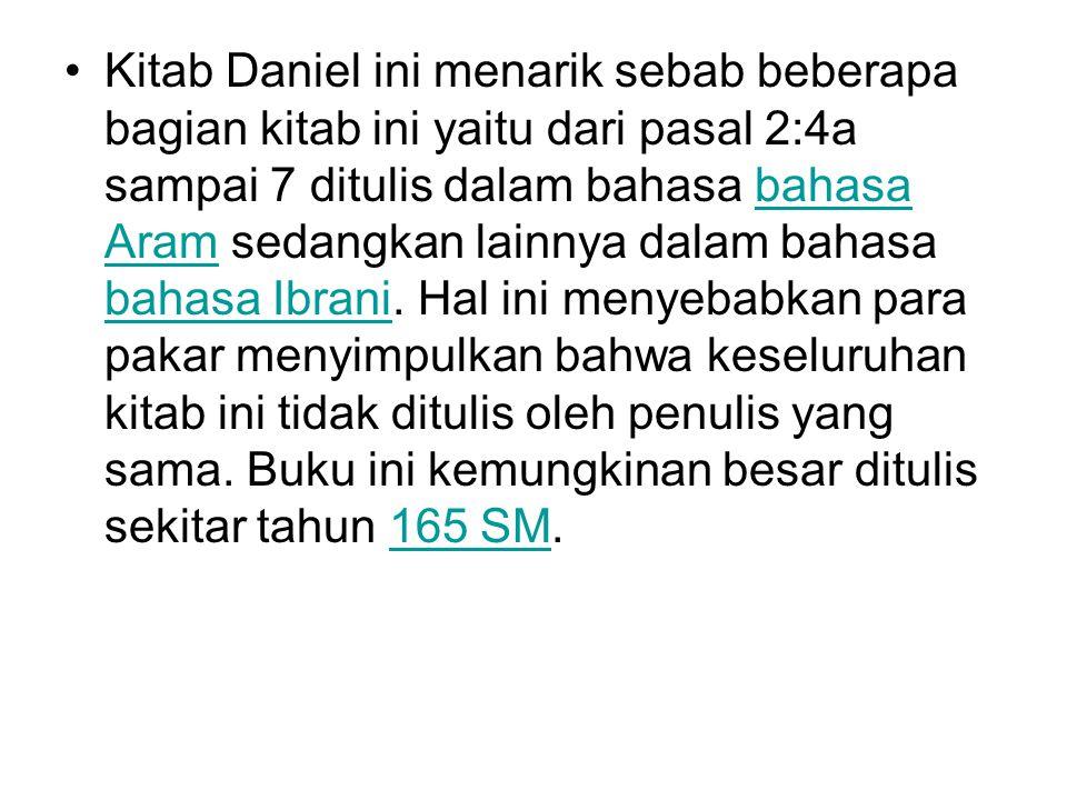 Kitab Daniel ini menarik sebab beberapa bagian kitab ini yaitu dari pasal 2:4a sampai 7 ditulis dalam bahasa bahasa Aram sedangkan lainnya dalam bahasa bahasa Ibrani.