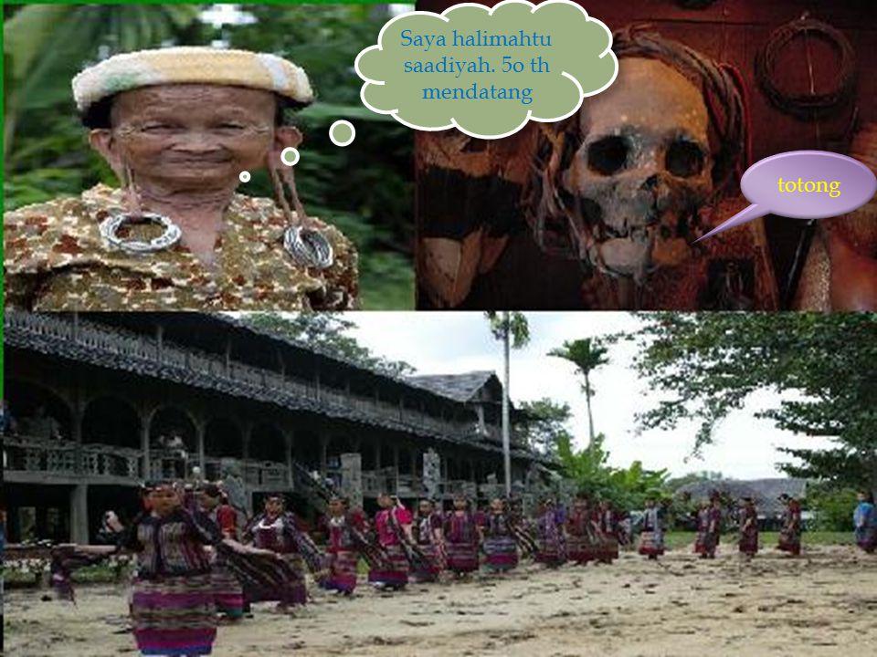  adat istiadat bagi suku dayak yang masih terpelihara hingga kini yaitu:  Upacara Tiwah  Upacara Tiwah merupakan acara adat suku Dayak.