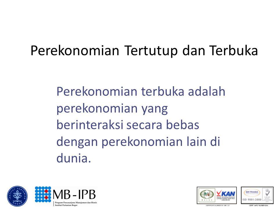 Perekonomian Terbuka u Suatu perekonomian terbuka berinteraksi dengan negara lain dengan dua cara.