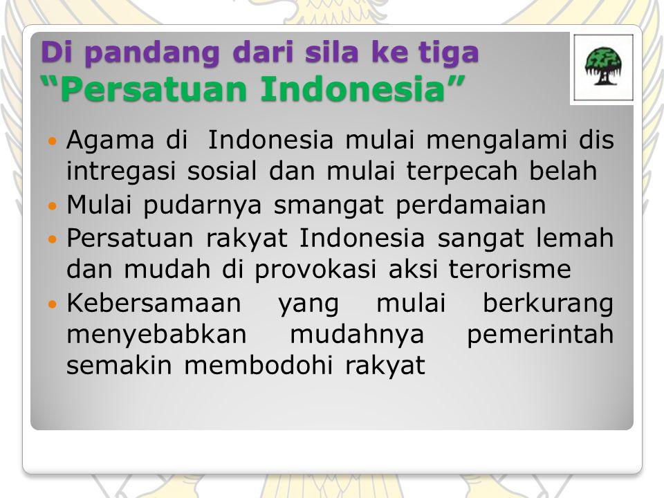 """Di pandang dari sila ke tiga """"Persatuan Indonesia"""" Agama di Indonesia mulai mengalami dis intregasi sosial dan mulai terpecah belah Mulai pudarnya sma"""