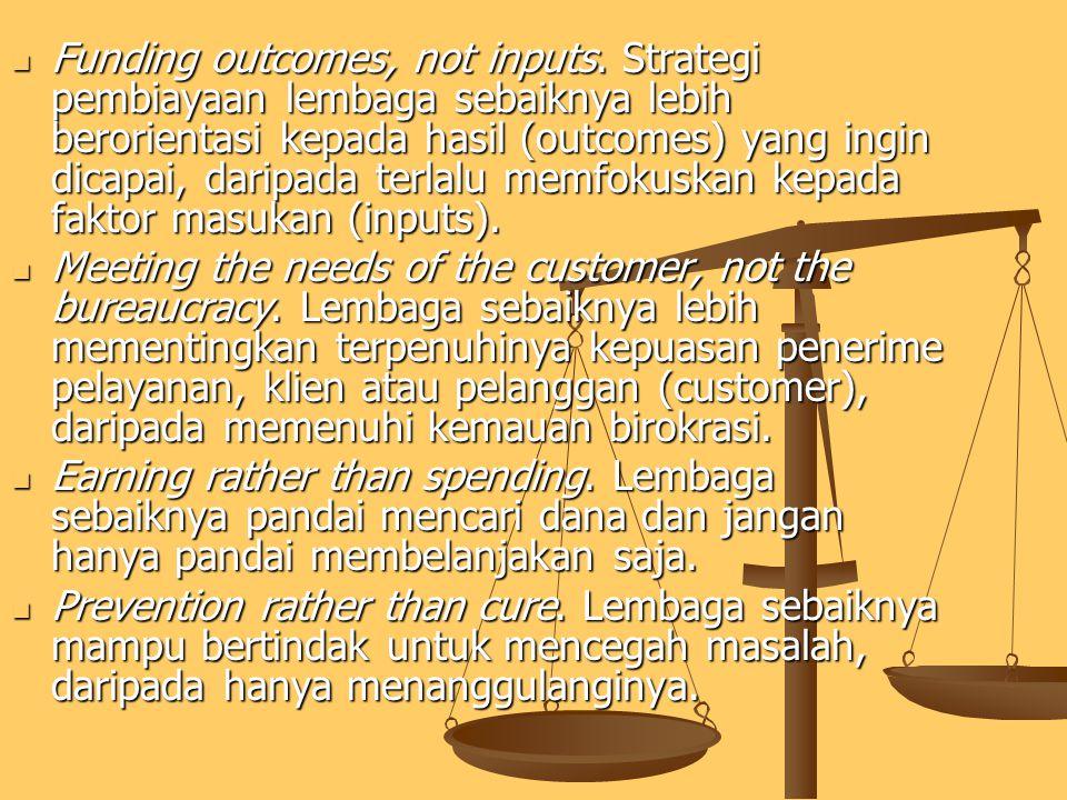 MEWIRAUSAHAKAN BIROKRASI ( REINVENTING GOVERNMENT ) Osborne dan Gaebler (1996) Steering rather than rowing. Lembaga sebaiknya menjadi pengarah dan pen