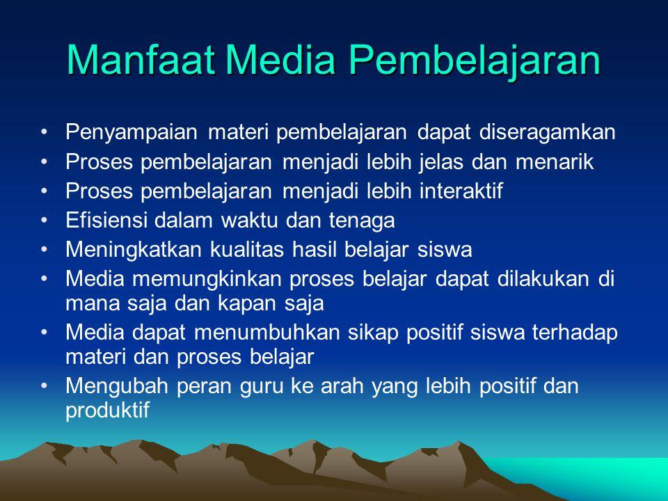 Tiga Karakteristik Media 1. Fixative, kemempuan media untuk merekam peristiwa, menyimpan, dan memproduksi informasi informasi bilamana diperlukan. 2.