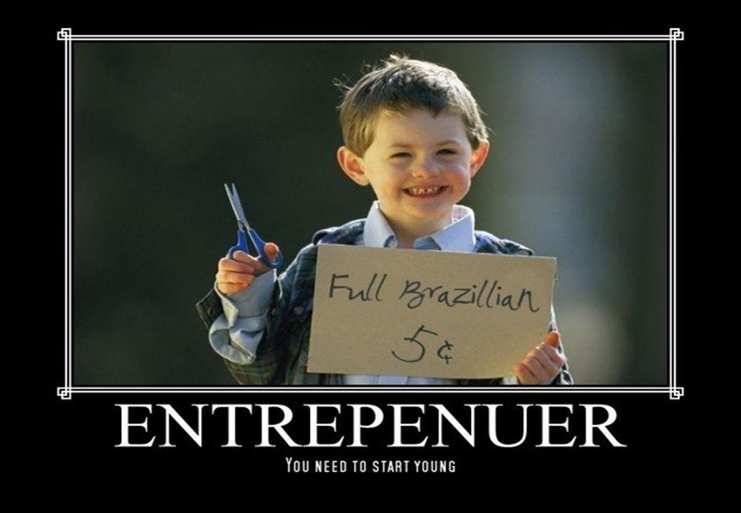 CEO Messages ENTREPRENEURSHIP MEMBERDAYAKAN SETIAP ORANG Entrepreneur masa depan ada di ruangan kita saat ini .