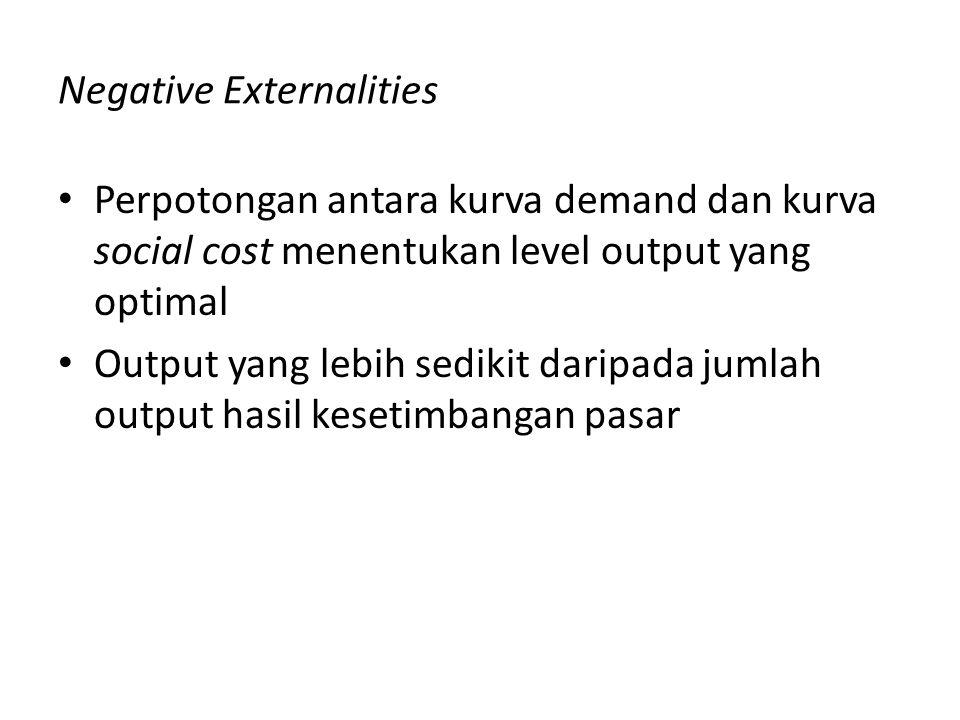 Negative Externalities Perpotongan antara kurva demand dan kurva social cost menentukan level output yang optimal Output yang lebih sedikit daripada j