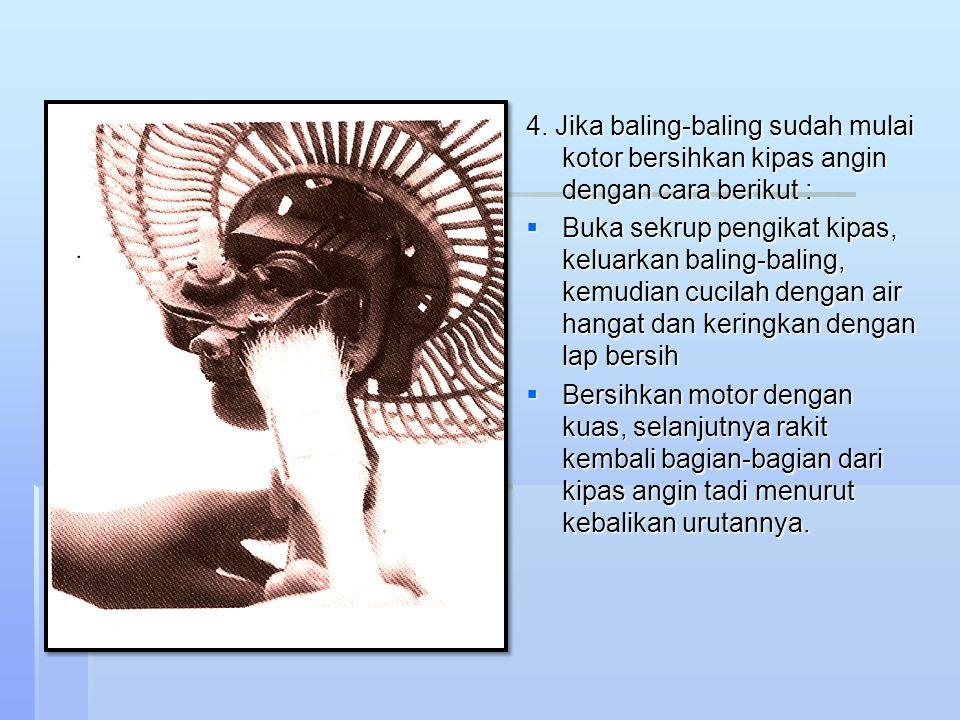 4. Jika baling-baling sudah mulai kotor bersihkan kipas angin dengan cara berikut :  Buka sekrup pengikat kipas, keluarkan baling-baling, kemudian cu