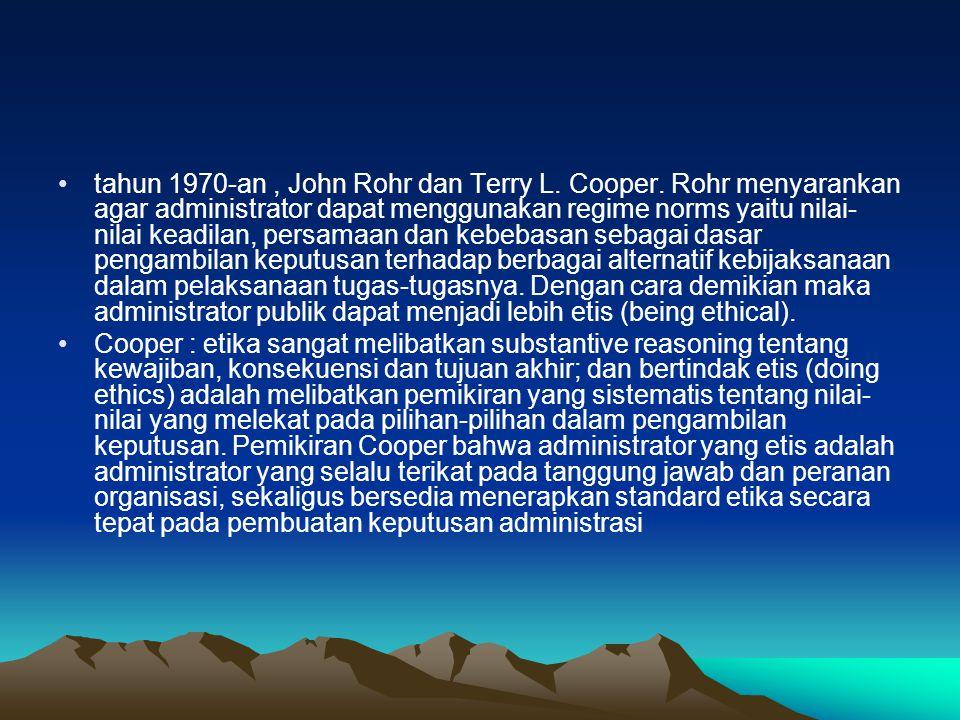tahun 1970-an, John Rohr dan Terry L.Cooper.