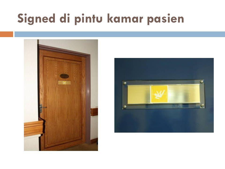Signed di pintu kamar pasien 19