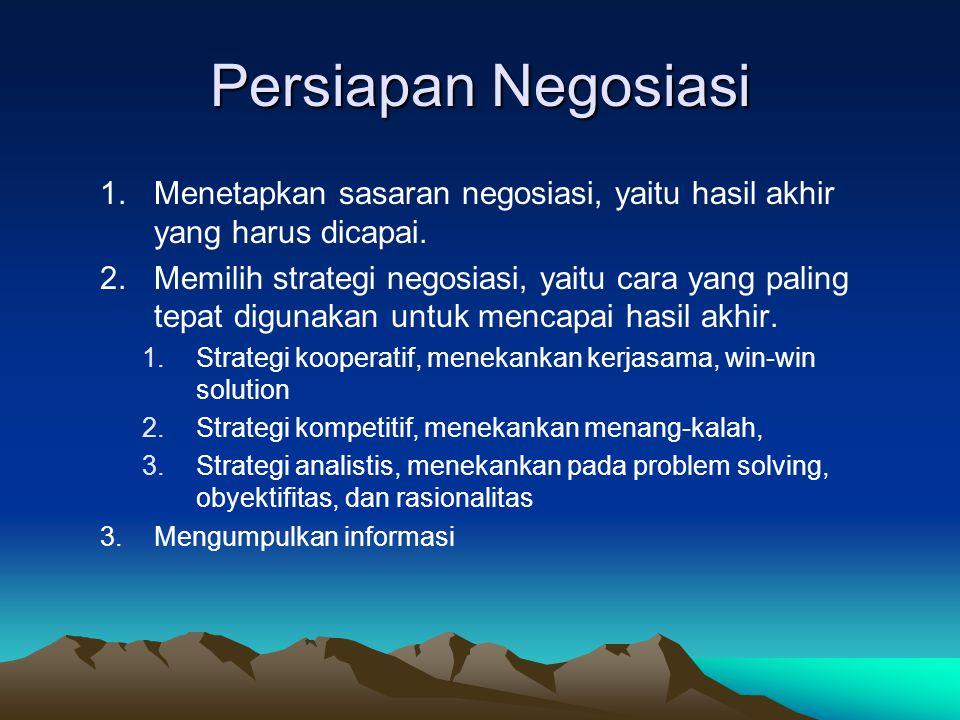 Persiapan Negosiasi 1.Menetapkan sasaran negosiasi, yaitu hasil akhir yang harus dicapai. 2.Memilih strategi negosiasi, yaitu cara yang paling tepat d