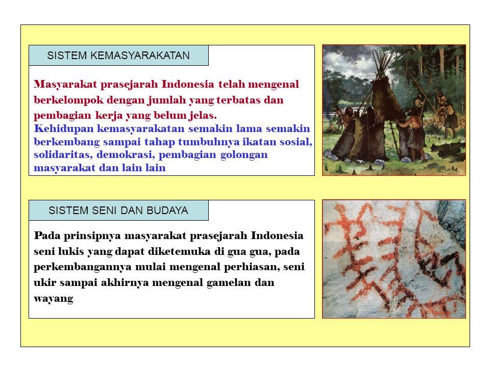 Masyarakat prasejarah Indonesia telah mengenal berkelompok dengan jumlah yang terbatas dan pembagian kerja yang belum jelas. Kehidupan kemasyarakatan