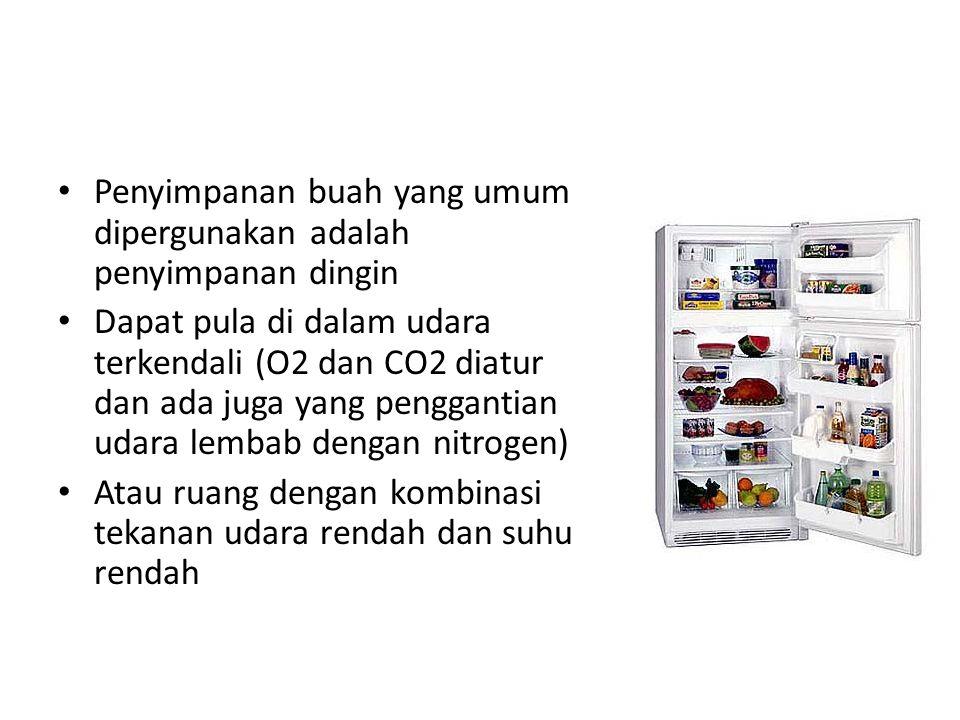 Penyimpanan buah yang umum dipergunakan adalah penyimpanan dingin Dapat pula di dalam udara terkendali (O2 dan CO2 diatur dan ada juga yang penggantia