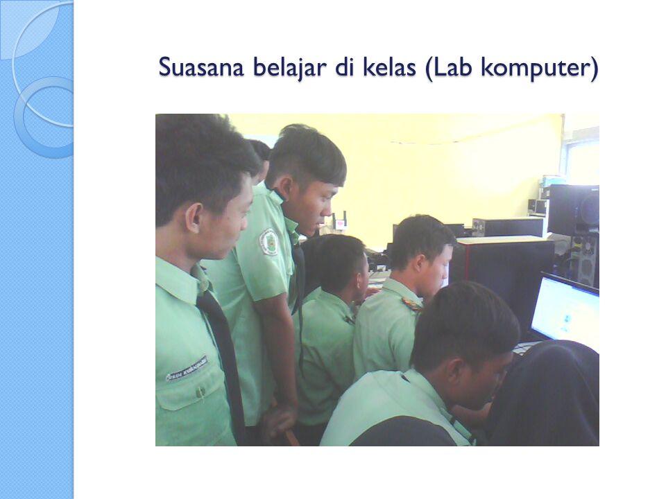 Suasana belajar di kelas (Lab komputer)