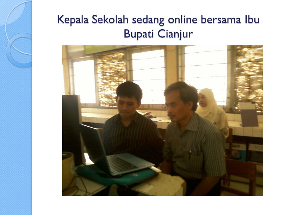 Kepala Sekolah sedang online bersama Ibu Bupati Cianjur