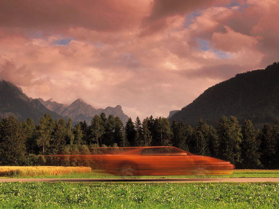 Secara garis besar, tanah terdiri atas beberapa komponen, antara lain : a. Bahan mineral, dengan kandungan 45% b. Bahan organik, dengan kandungan 5% c