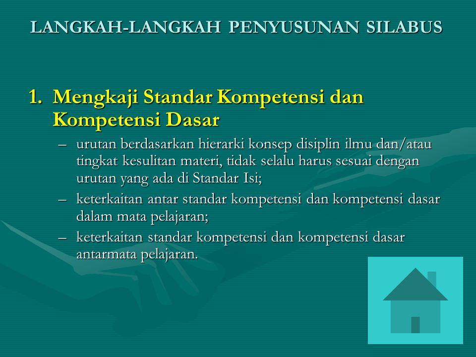 LANGKAH-LANGKAH PENYUSUNAN SILABUS 1.Mengkaji Standar Kompetensi dan Kompetensi Dasar –urutan berdasarkan hierarki konsep disiplin ilmu dan/atau tingk