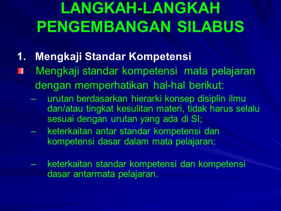LANGKAH-LANGKAH PENGEMBANGAN SILABUS 1. Mengkaji Standar Kompetensi Mengkaji standar kompetensi mata pelajaran dengan memperhatikan hal-hal berikut: –