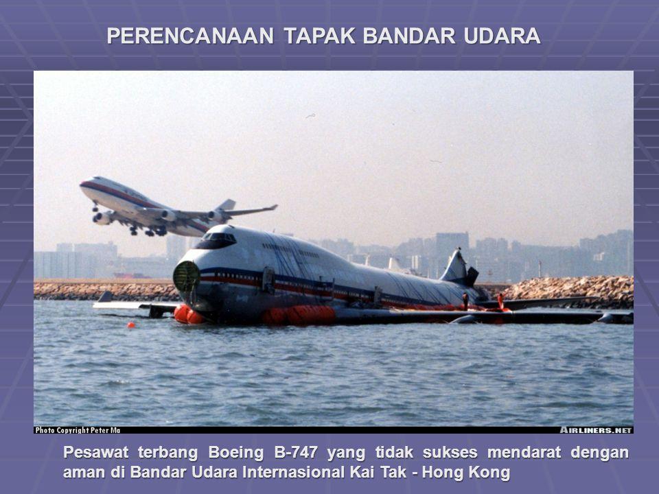 PERENCANAAN TAPAK BANDAR UDARA Pesawat terbang Boeing B-747 yang tidak sukses mendarat dengan aman di Bandar Udara Internasional Kai Tak - Hong Kong