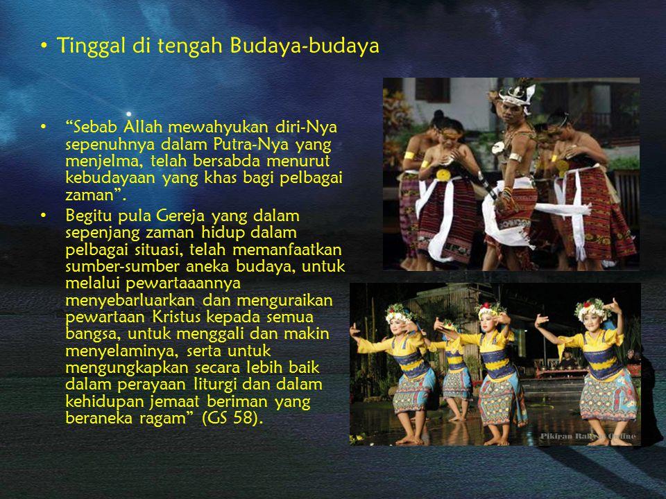 Tinggal di tengah Budaya-budaya.