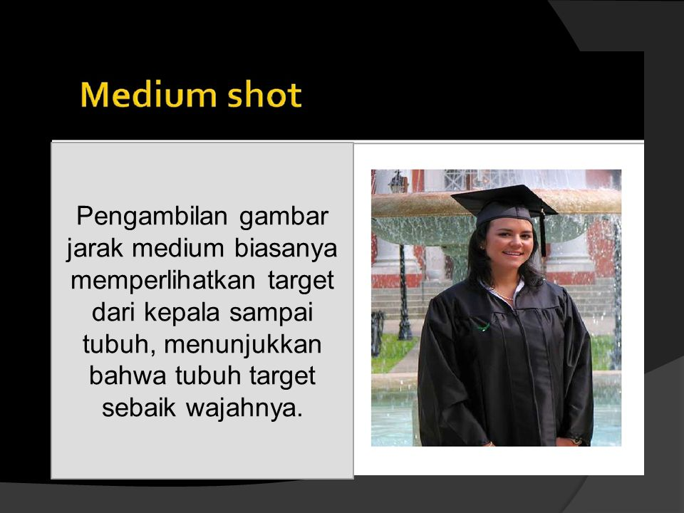 Pengambilan gambar jarak medium biasanya memperlihatkan target dari kepala sampai tubuh, menunjukkan bahwa tubuh target sebaik wajahnya.