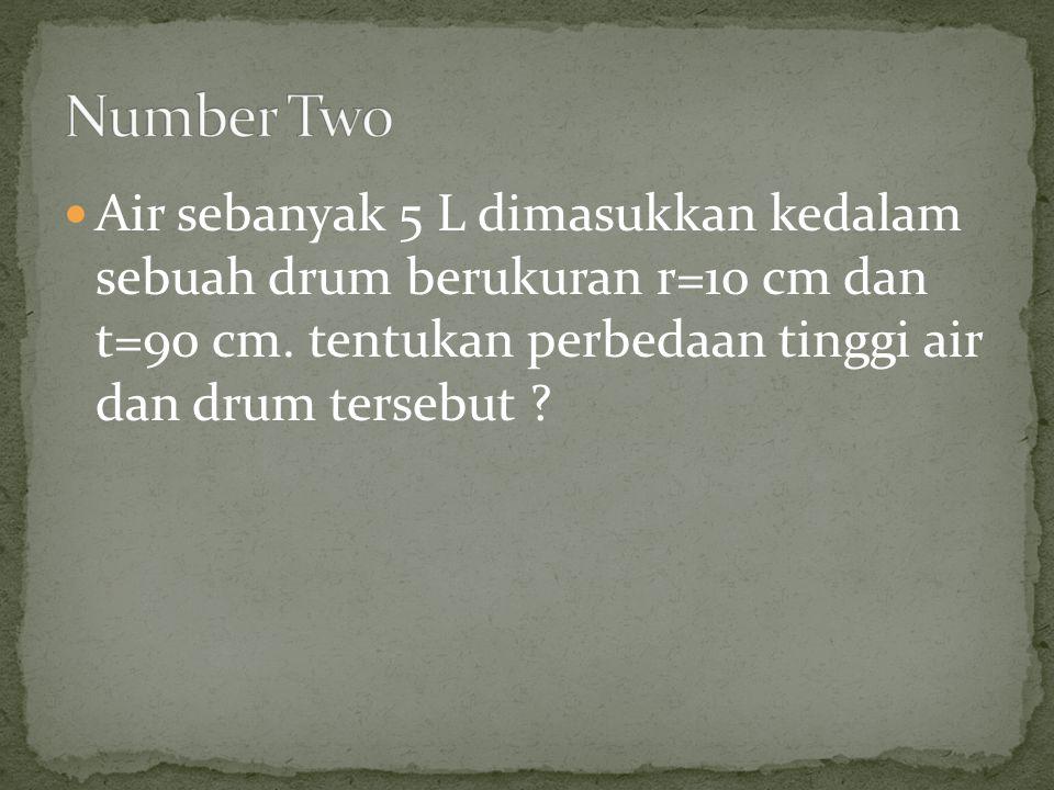 Air sebanyak 5 L dimasukkan kedalam sebuah drum berukuran r=10 cm dan t=90 cm. tentukan perbedaan tinggi air dan drum tersebut ?