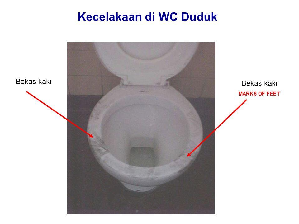 Kecelakaan di WC Duduk Berjongkok pada saat menggunakan WC DUDUK sangat DILARANG Karena bahannya terbuat dari keramik / porselein, tidak mampu untuk menyangga berat seluruh badan pada satu titik.